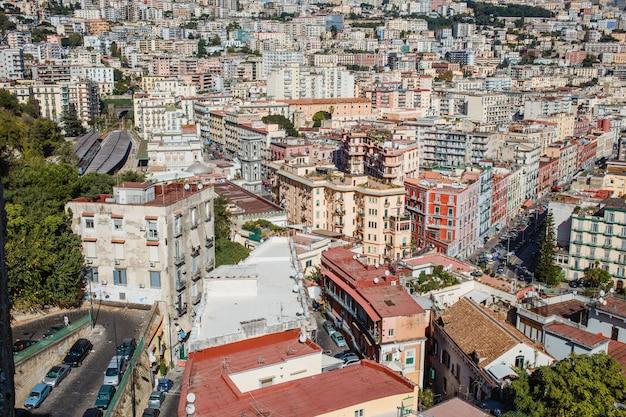 Paysage urbain de naples, italie. vue sur les toits de la ville Photo Premium