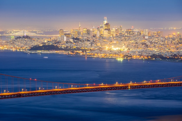 Paysage Urbain De San Francisco Avec Golden Gate Bridge La Nuit Photo Premium