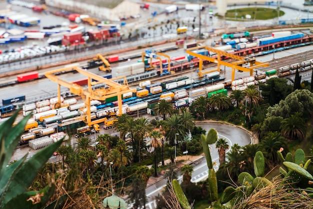 Paysage De Vue D'oiseau Du Port Industriel. Barcelone, Espagne Photo Premium