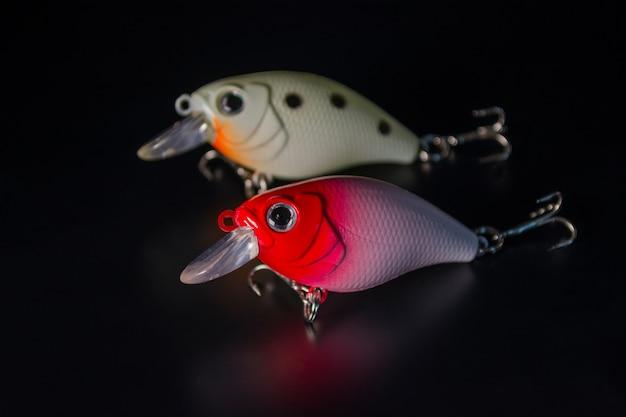 Pêche aux leurres sur un miroir noir Photo Premium