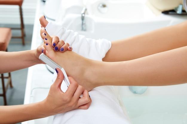Pédicure, soin des pieds, peau morte Photo Premium