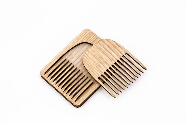 Peigne en bois avec couvercle. Photo Premium