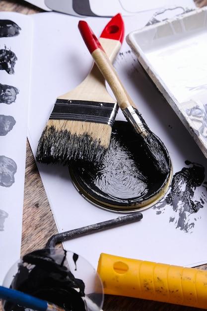 Peinture Noire Sur La Table Photo gratuit