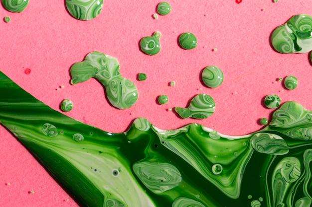 Peinture plate verte sur fond rose Photo gratuit