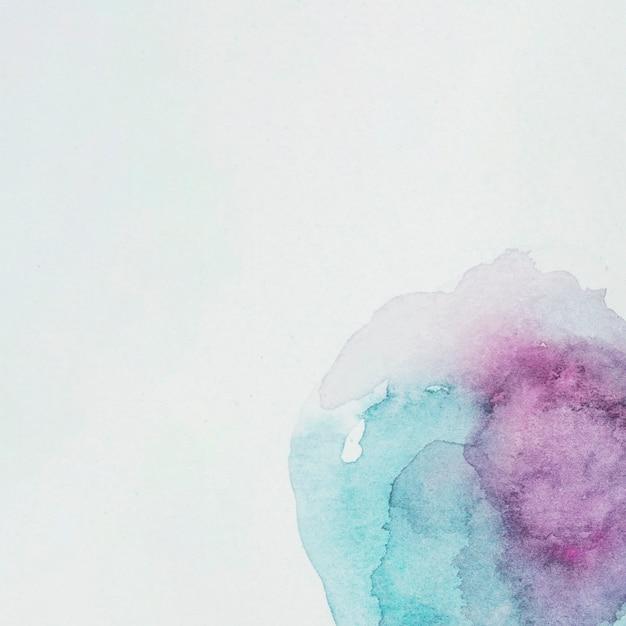 Peintures mauves et azur sur papier blanc Photo gratuit