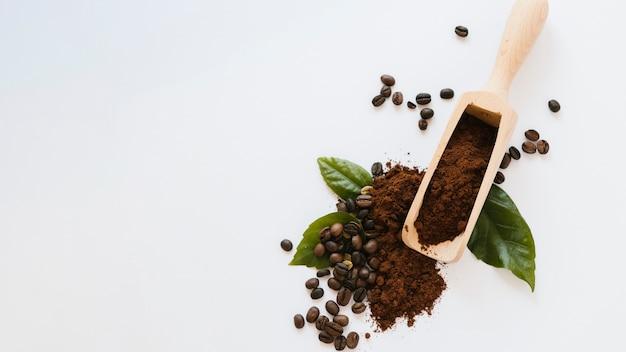 Pelle à café en bois avec espace de copie Photo gratuit