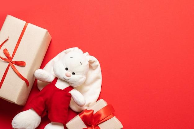 Peluche Et Cadeau Surprise En Forme De Lapin Faits Main Photo Premium