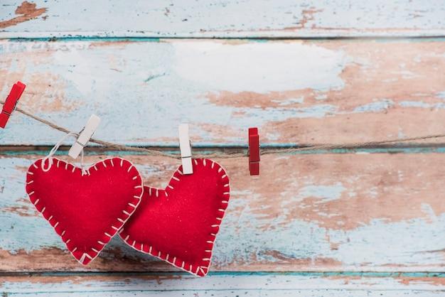 Peluches Coeurs épinglés à La Corde Photo gratuit