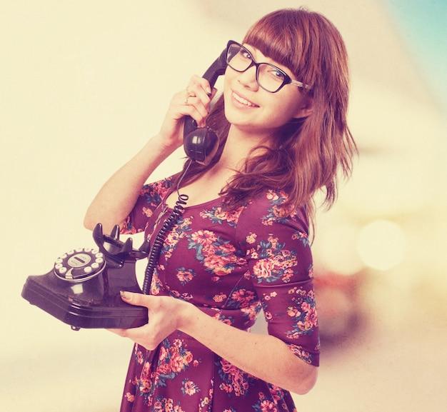 Pensive Jeune-femme Téléphone Photo gratuit