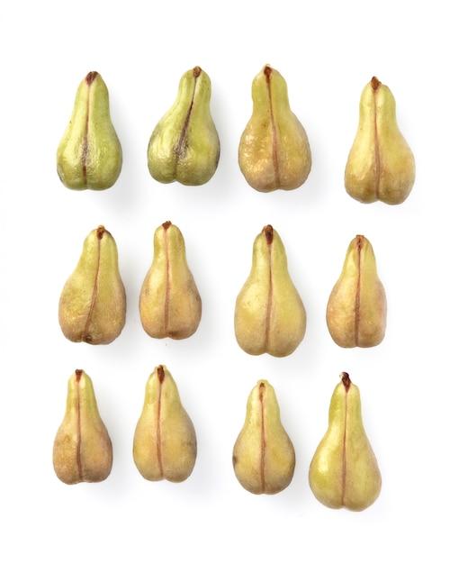 Pépin de raisin isolé sur fond blanc Photo Premium