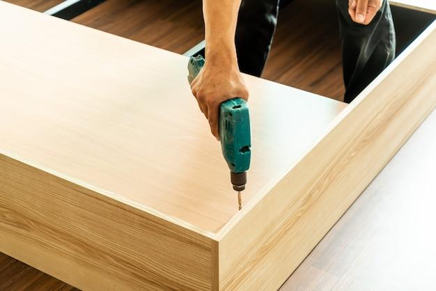 Perceuse pour la fabrication de meubles Photo Premium
