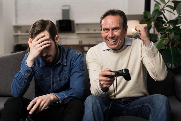 Père, Battre, Fils, à, Jeux Vidéo Photo gratuit