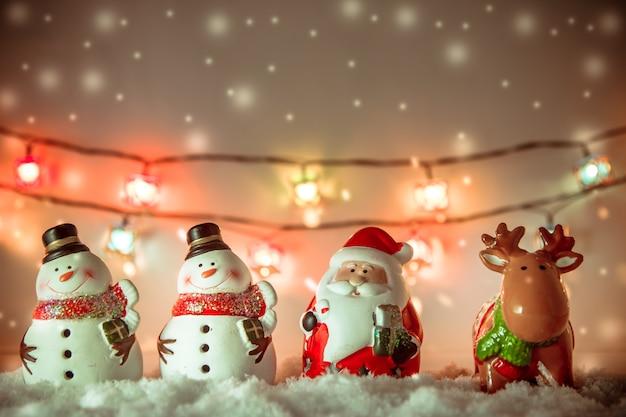 Père noël, renne et bonhomme de neige joyeux noël et bonne année Photo Premium