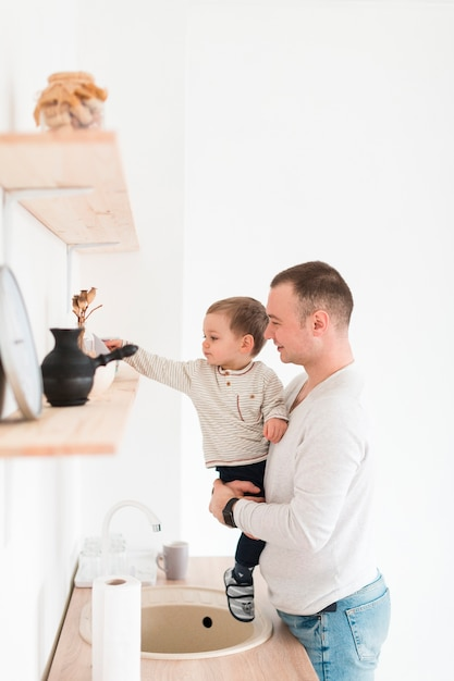 Père, Tenue, Enfant, Quoique, Cuisine Photo gratuit