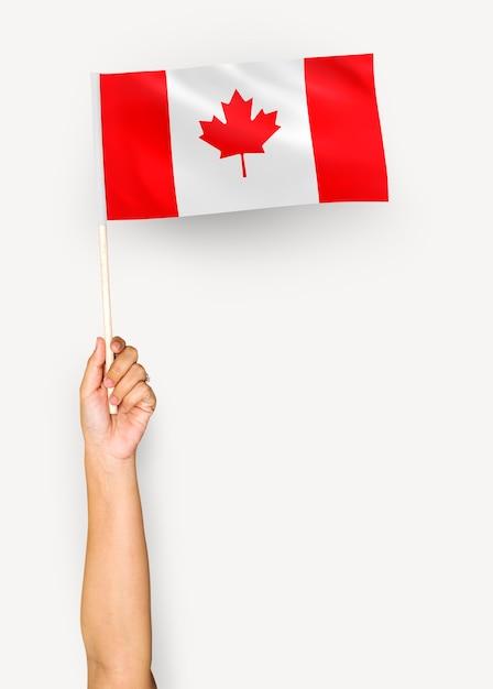 Personne Agitant Le Drapeau Du Canada Photo gratuit