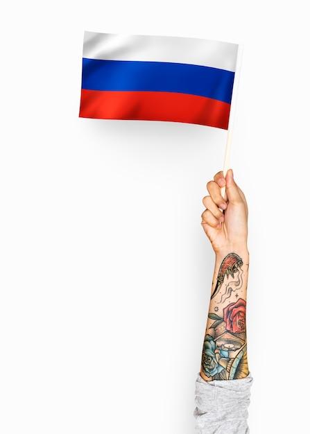 Personne agitant le drapeau de la fédération de russie Photo gratuit