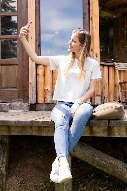 Personne Prenant Un Selfie Avec Elle-même Photo gratuit