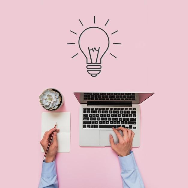 Personne Qui Travaille Et Fond Avec Concept D'idée Créative Photo Premium