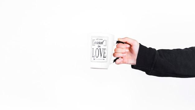 Personne tenant la coupe avec tout ce dont vous avez besoin est le texte d'amour Photo gratuit
