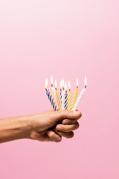 Personne, tenue, allumé, bougies anniversaire Photo gratuit