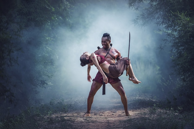Perte sur le champ de bataille, guerrier traditionnel en thaïlande Photo Premium