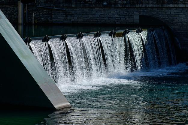 Petit Barrage Dans Un Pays Du Nord De L'italie Photo Premium