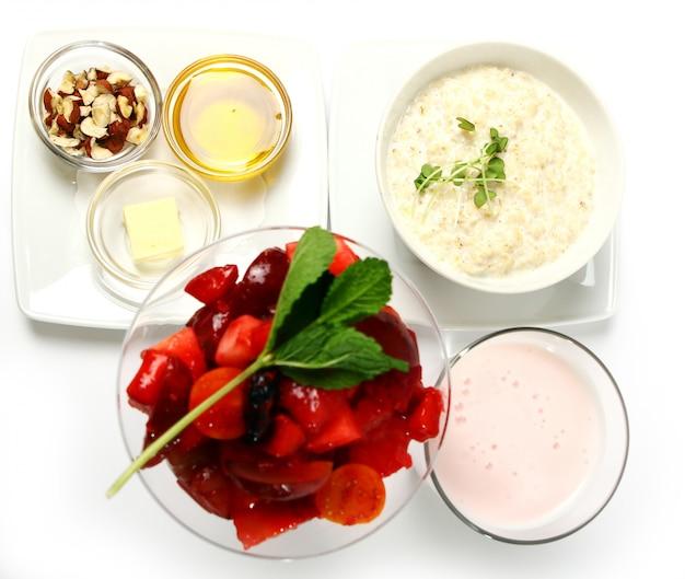 Petit déjeuner cuisiné avec des flocons d'avoine Photo gratuit