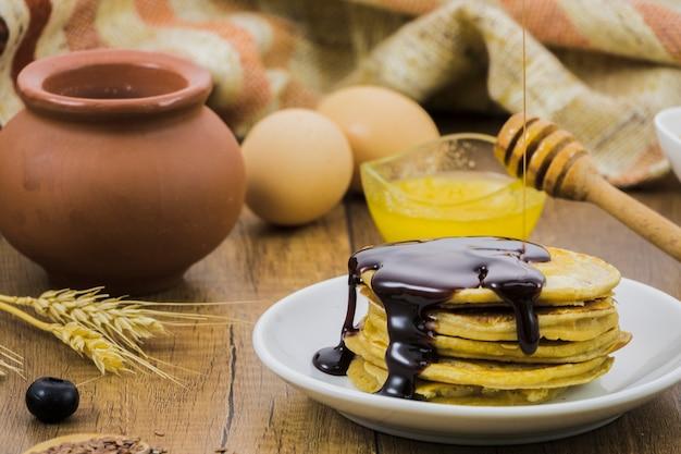 Petit déjeuner avec du miel Photo gratuit
