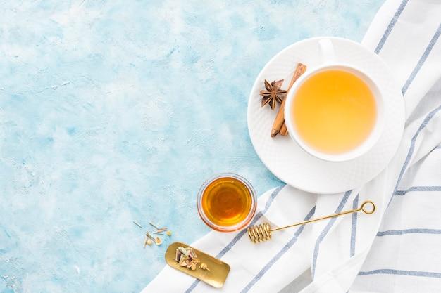 Petit déjeuner avec une tasse de thé Photo gratuit