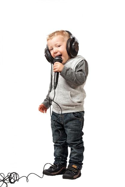 Petit enfant avec casque Photo Premium