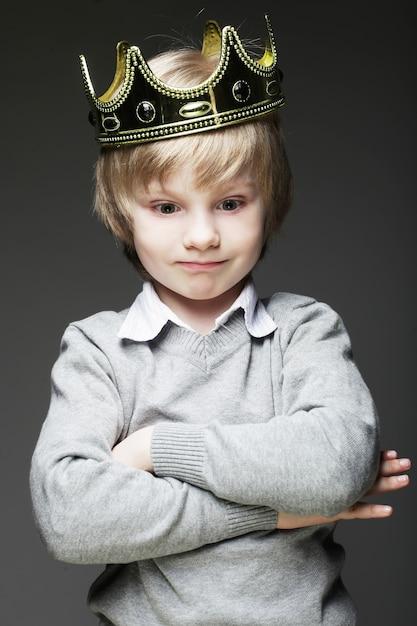 Petit Garçon, à, Couronne Photo Premium