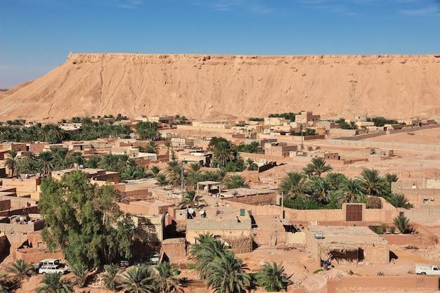 Le Petit Village Du Désert Du Sahara, Algérie Photo Premium