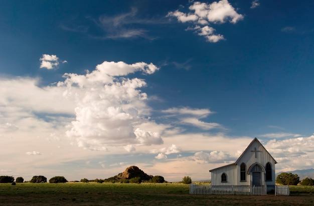 Petite église de campagne Photo Premium