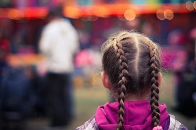 Petite fille dans un parc d'attractions photo gratuite Photo gratuit