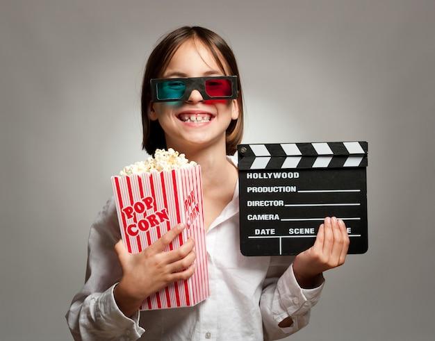 Petite fille, lunettes 3d Photo Premium