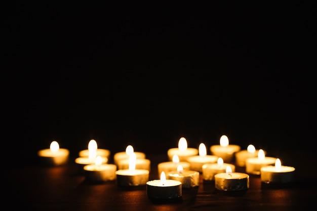 Petites Bougies Enflammées Photo Premium