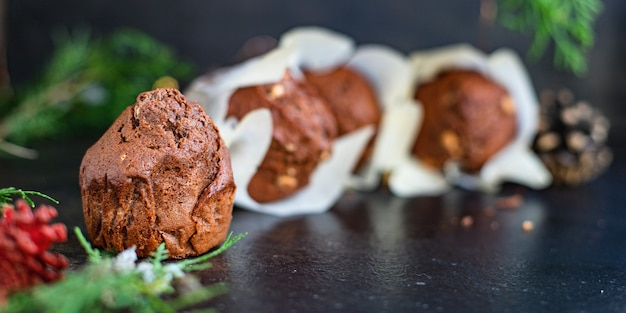 Petits Gâteaux Muffins Au Chocolat Gâteaux De Cuisson Maison Sur La Table Photo Premium