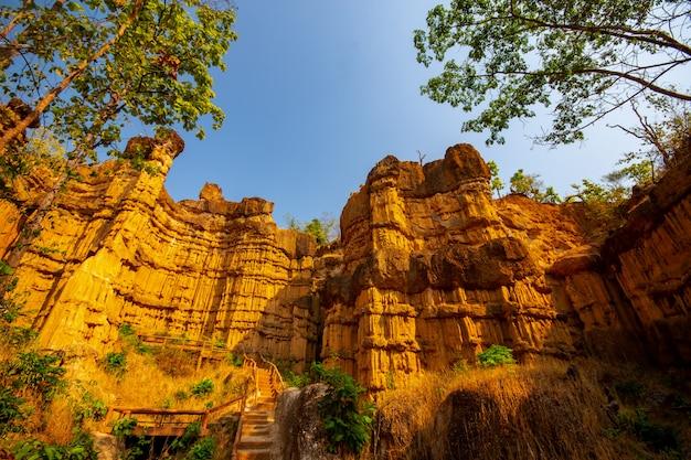 Pha chau, le grand canyon du parc national mae wang à chiang mai en thaïlande. Photo Premium