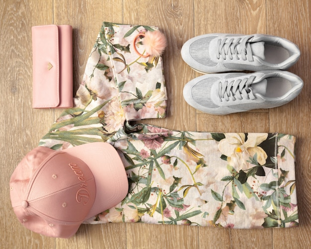 Photo aérienne de vêtements tout-aller pour femmes Photo Premium