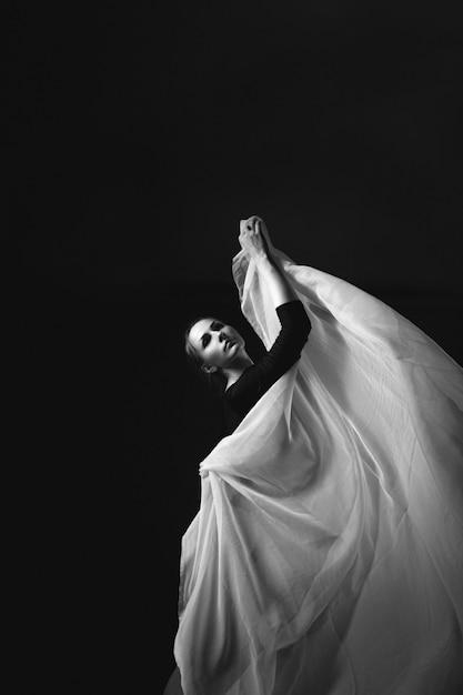 Photo d'art d'une gymnaste féminine. Photo Premium