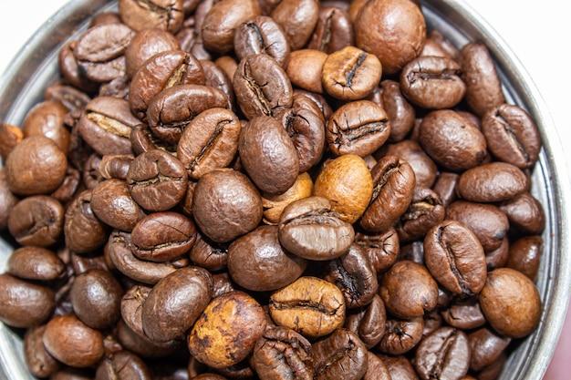Photo Gros Plan Du Moulin à Café Et Grain De Café. Photo Premium