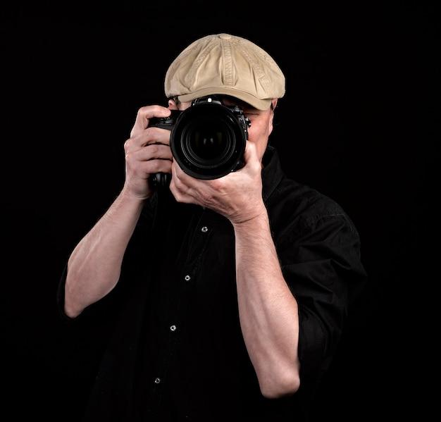 Un photographe avec un bel appareil photo. Photo Premium