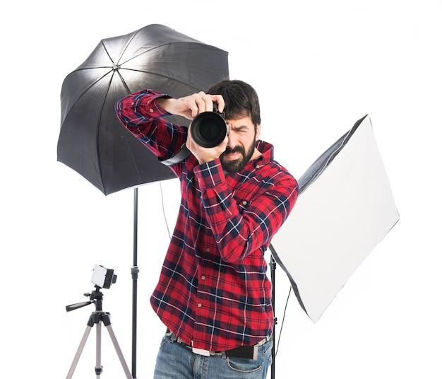 Photographe dans son studio Photo gratuit