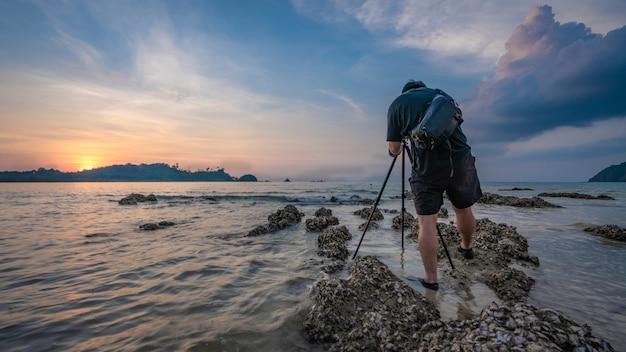 Photographe avec vue sur la mer Photo Premium