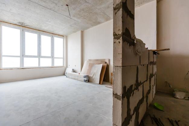 Photographie d'intérieur. appartement non rénové, chambre avant rénovation Photo Premium