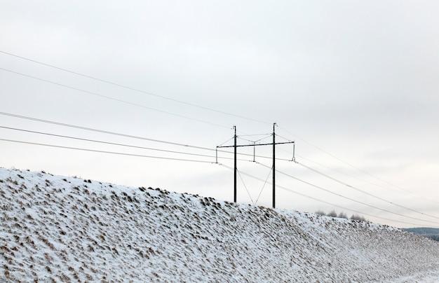 Photographié La Neige Après Une Chute De Neige Pendant Un Gel. Gros Plan Avec Une Faible Profondeur De Champ Photo Premium
