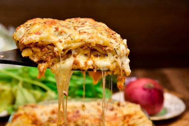 Photographie de nourriture de lasagne au boeuf Photo Premium