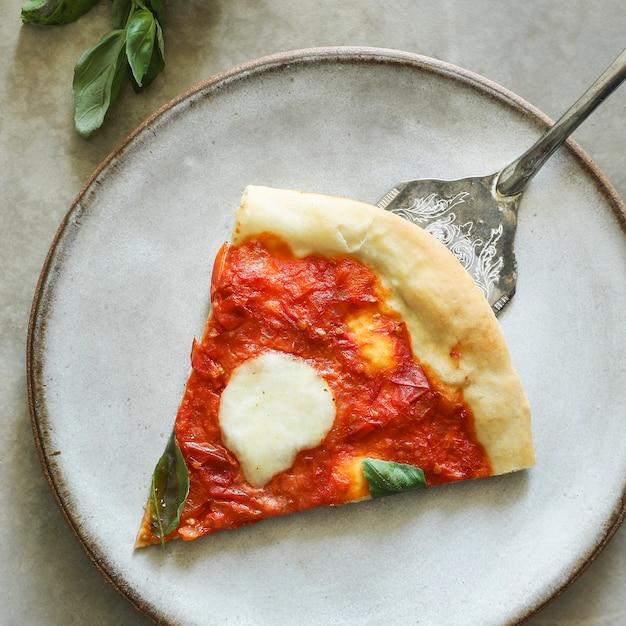 Photographie végétarienne faite maison de nourriture de pizza de margherita Photo gratuit
