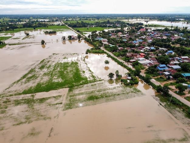 Photographies Aériennes De Drones Volants Villages Ruraux Inondés Photo Premium