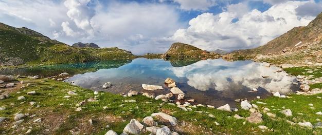 Photos panoramiques montagnes de la vallée du caucase Photo Premium